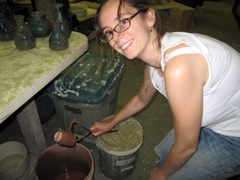 Glazing pots - 25 Août 2009; Photo:Alex