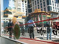 Par la fenêtre de Starbucks Chinatown (rez de chaussée) - 20 MAI 06