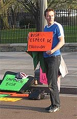 Tourist from Belgium holding *Bush, espèce de couillon* sign in front of the white house - MAR 06